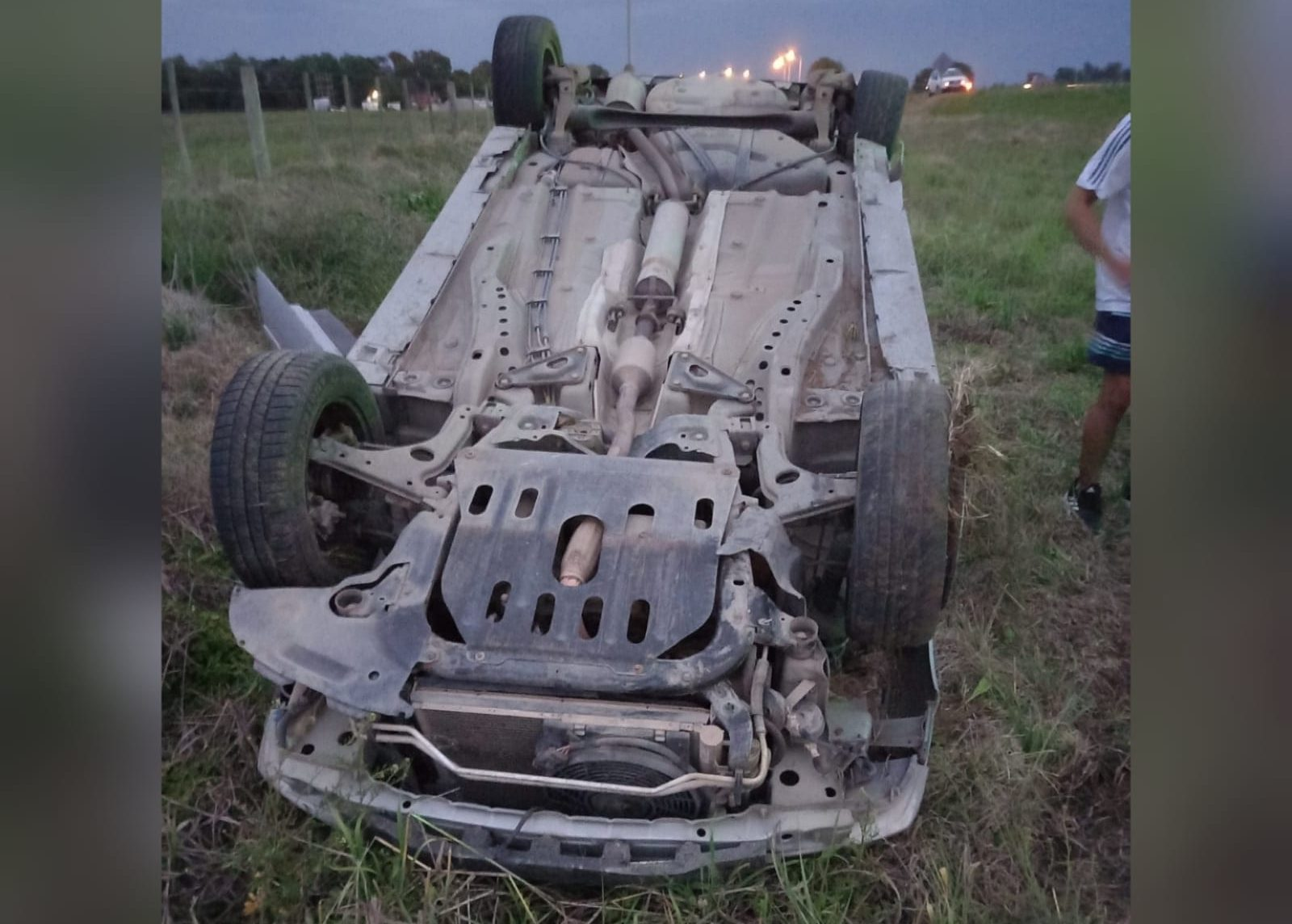 Perdió el control del vehículo y volcó en la Ruta 4