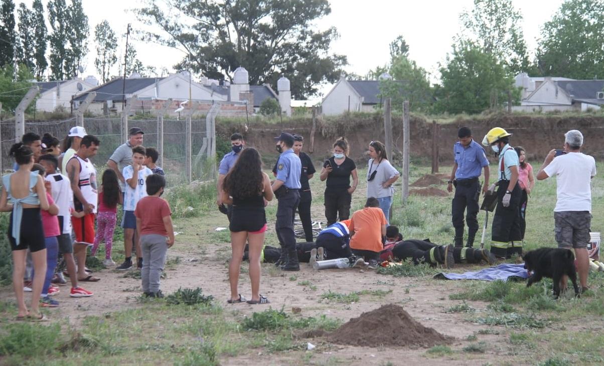 Un niño cayó a un pozo y quedó atrapado en barrio Federal: La Policía, Bomberos y el SEM trabajaron arduamente para rescatarlo